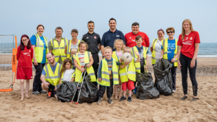 Group image of litter pickers on Aberdeen Beach