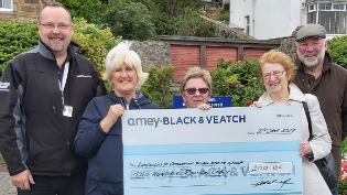 Cheque presented to Limekilns floral group